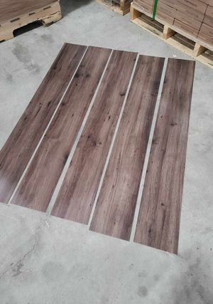 Luxury vinyl flooring!!! Only .65 cents a sq ft!! Liquidation close out! T9 for Sale in Ciudad Juárez, MX