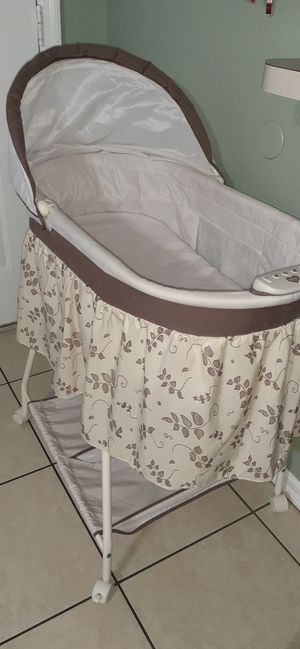 Baby bassinet for Sale in Tampa, FL