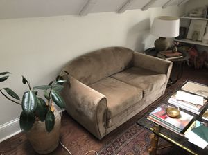 Urban outfitters velvet love seat/ bed for Sale in Greenville, NC