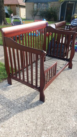 Baby Crib and Changing Table Set for Sale in Humble, TX