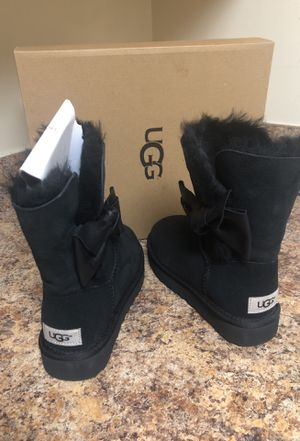 Never worn Uggs size 5 for Sale in Bladensburg, MD