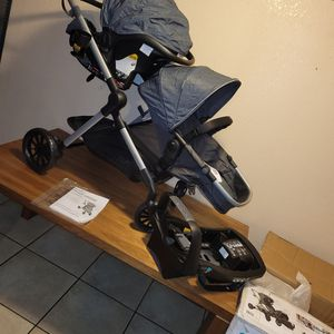 Evenflo Pivot Xpand Modular Travel System for Sale in Lynwood, CA