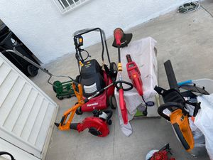 Homelite 24v cordless lawn mower with everything in picture for Sale in Los Angeles, CA