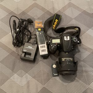 NIKON D7000 With 18-200mm Lense for Sale in Miami, FL