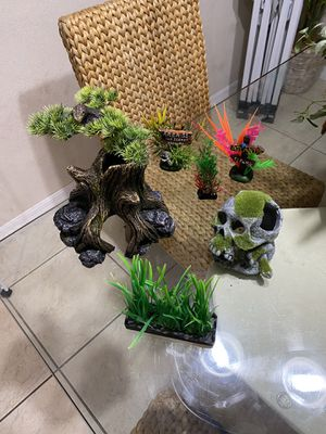Decoration for fish tank for Sale in Kissimmee, FL
