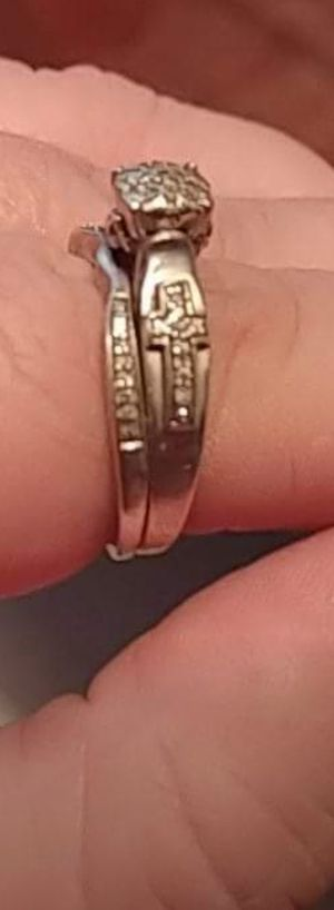 Size 8 wedding ring for Sale in Hazlehurst, GA