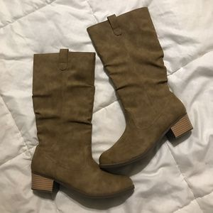 Children's place little girl boots size 6 for Sale in San Diego, CA