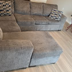 Beautiful Gray Sectional (Furniture) for Sale in Nashville,  TN