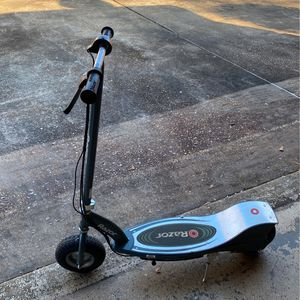 Razor E300 Electric Scooter for Sale in Deatsville, AL