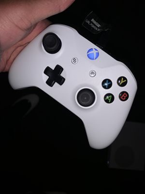 Like New White Xbox One Controller for Sale in Chicago, IL