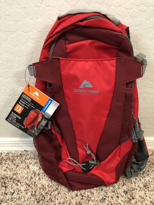 BRAND NEW Red Ozark Trail 2L Hydration backpack for Sale in Gilbert, AZ