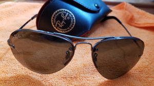Mens ray ban sunglasses, small crack in lens for Sale in Gaithersburg, MD