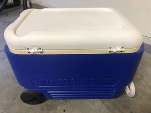 IGLOO COOL ROLLER 38 QUART COOLER for Sale in Mission Viejo, CA