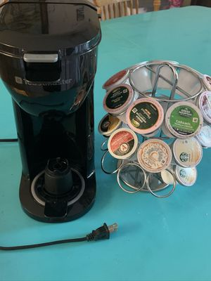 Toastermate single cup coffee maker with assorted coffee and carrier for Sale in Tehachapi, CA