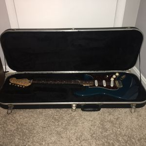 Hard Shell Electric Guitar Case (Strat Mold) for Sale in Gaithersburg, MD