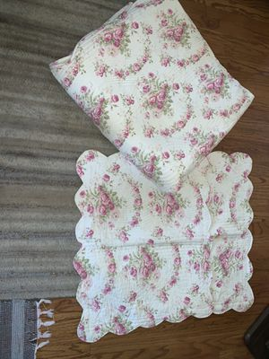 King Size Bed Reversible Comforter Quilt & Two Pillow Shams for Sale in Chicago, IL