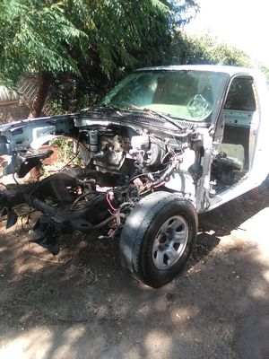 2006 Chevy truck parting out no transmission no engine no catalytic no differential no interior only what you see for Sale in Perris, CA