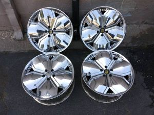 Lexani 20 inch chrome rims from a Chrysler 300. 5 lug for Sale in Montebello, CA