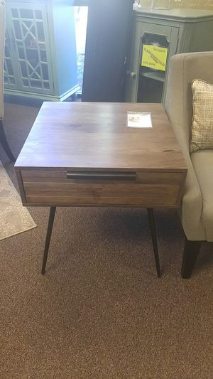 Wood End table with metal legs for Sale in Portland, OR