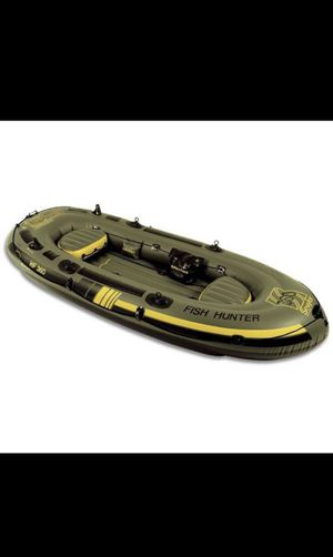 360 6-person inflatable boat. sevylor fish hunter for Sale in Saint Paul, MN