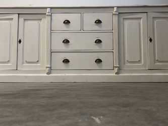 Buffet Cabinet and Dish Hutch for Sale in Damascus,  OR