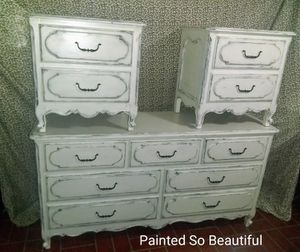 DRESSER AND TWO NIGHT STANDS for Sale in Novi, MI
