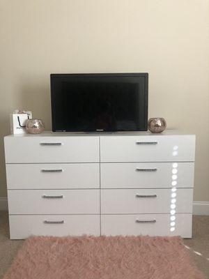 8-Double Drawer Dresser - White for Sale in Warner Robins, GA