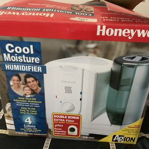 Honeywell 4 Gallon Cool Moisture Humidifier for Sale in Potomac, MD
