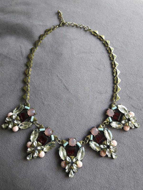 Simulated & Shiny Gemstone Necklace~