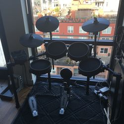 Alesis Nitro Electronic Drum Kit (Barely Used) for Sale in Seattle,  WA
