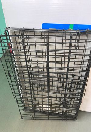 Small dog crate for Sale in Columbus, OH