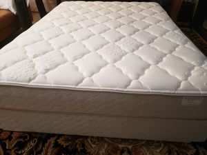 Queen Mattress set box spring bed frame like new condition for Sale in Lynnwood, WA