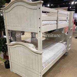 TWIN/TWIN BUNK BEDS W MATTRESSES INCLUDED. for Sale in Perris, CA
