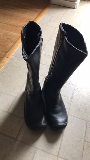 Women's size 7 Keen boots for Sale in Vancouver, WA