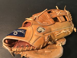 Vintage leather Spaulding pro caliber baseball/softball glove. 12 Inch for Sale in Oak Forest, IL