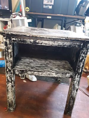 Distressed bedside or end table for Sale in Glen Burnie, MD
