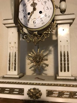 Beautiful antique marble mantle clock for Sale in Thornton, CO