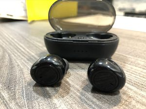Brand new bluetooth wireless earpods earbuds earphones hands free calls portable charging case Stereo Ultra good quality for Sale in Fort Lauderdale, FL