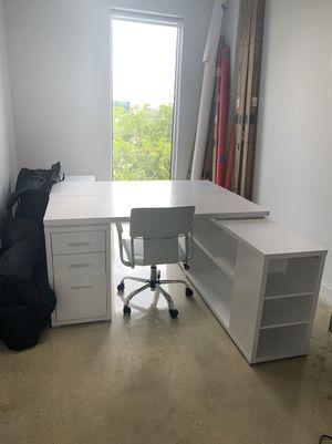 White work desk for Sale in Miami, FL