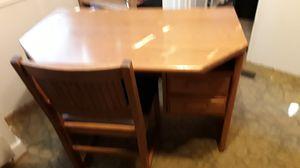 Student's desk. for Sale in Auburn, WA