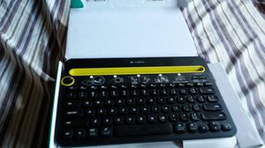 Bluthut wirles keybord lohitech for Sale in Corona, CA