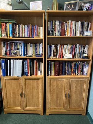 Bookshelves with bottom cabinet for Sale in Largo, FL