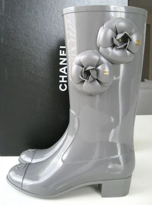 Chanel Grey Camellia Flower Rain Boots. Size 35B / US 5B for Sale in Las Vegas, NV