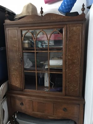 Antique wooden China cabinet for Sale in Wesley Chapel, FL