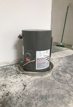 10 gallon water heater for Sale in Anaheim, CA