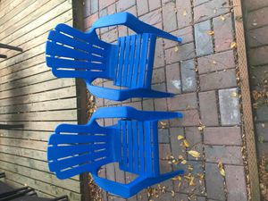 (2) plastic kid chairs for Sale in Everett, WA