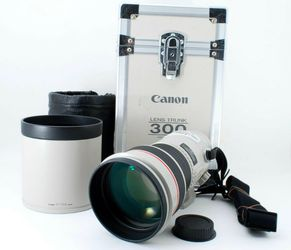 Canon 300mm/F2.8 Mint Condition L Series Prime Lens for Sale in Lake Stevens,  WA