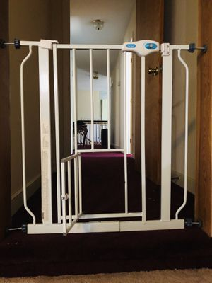 🌟Carlson Walk-Thru Gate with Pet Door💫 for Sale in Washington, DC