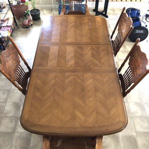 Vintage Wood Kitchen Dining Table and Chairs Set for Sale in North Las Vegas, NV