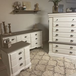 Beautiful Bedroom Set for Sale in Gainesville, GA